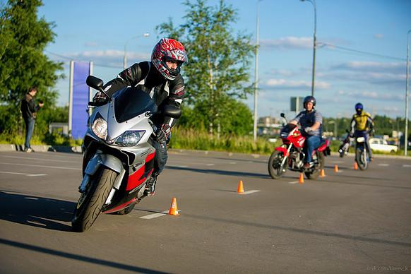 Мотошкола, обучение на мотоцикле
